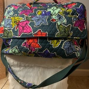 NWT Vera Bradley travel bag-PERFECT TRAVEL BAG!